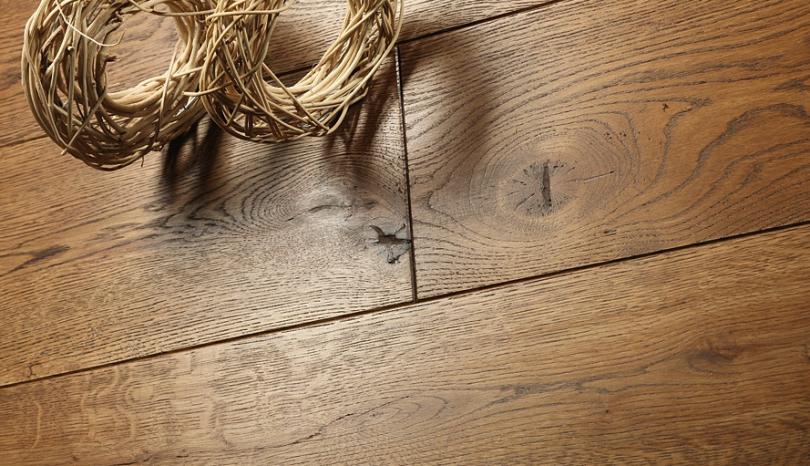 Podłoga z drewna naturalnego – dlaczego warto się na nią zdecydować?