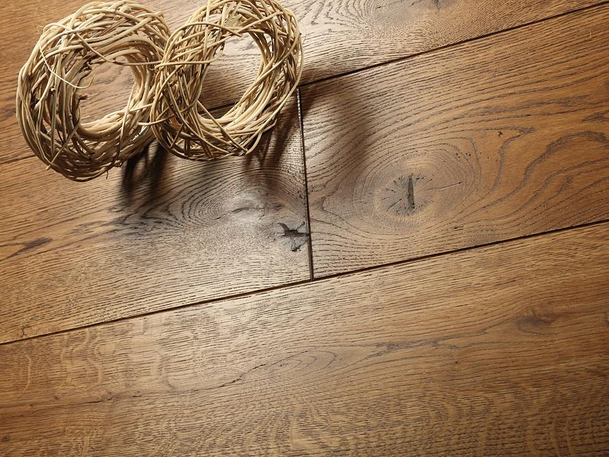 Podłoga z drewna naturalnego - dlaczego warto się na nie zdecydować?